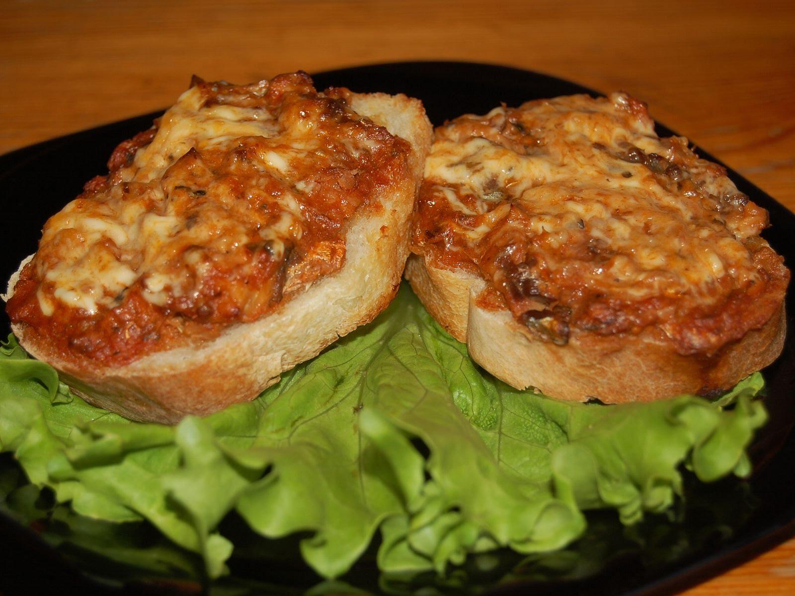 Горячие бутерброды с мясным фаршем в духовке рецепты