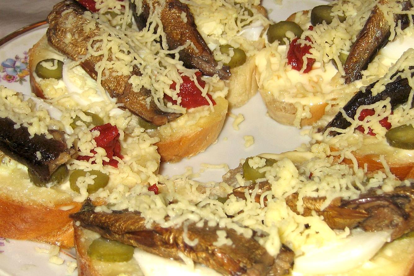 Быстрые бутерброды со шпротами рецепт очень вкусный