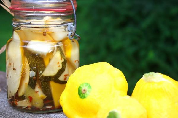 Sirke ve diğer konserve tarifleri ile tuzlanmış kabak