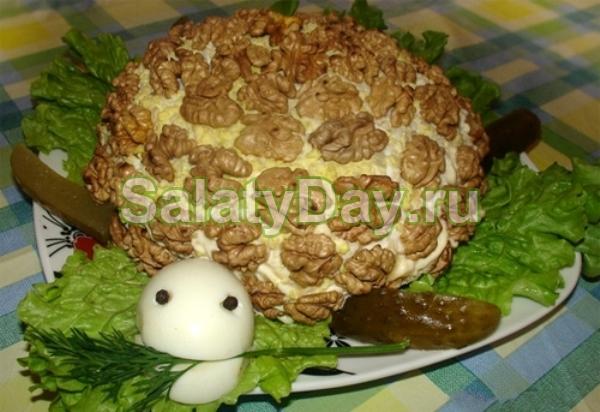 Kaplumbağa Salatası Tarifi: Tatil Masasının Dekorasyonu