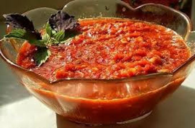 Tomatensoße für den Winter. Köstliche Soße von einer Tomate für den ...