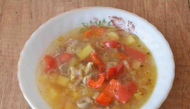 Havuzda Balık - bir salata: güzel bir tabak hızlı hazırlanması için bir reçete