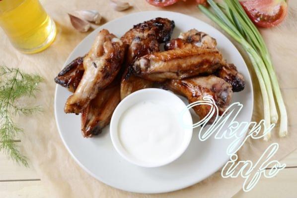 Tavuk kanatlarını hardal-bal sosuyla pişiriyoruz
